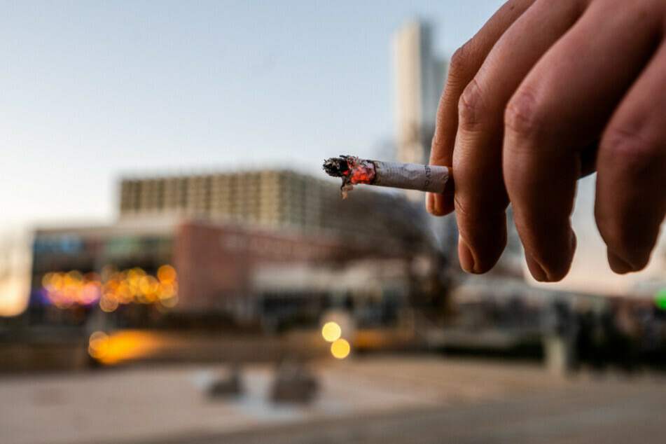 Bei der geplanten Satzungsänderung soll auch ein Rauch- und Trinkverbot in einem Umkreis von 30 Metern um Freizeitflächen eingeführt werden. (Symbolbild)