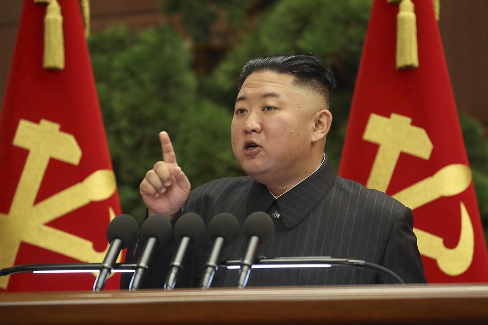 """Auch Nordkoreas Machthaber Kim Jong Un (37), Sohn von Kim Il-sung, konnte sich einen Platz in """"How to Become a Tyrant"""" sichern."""