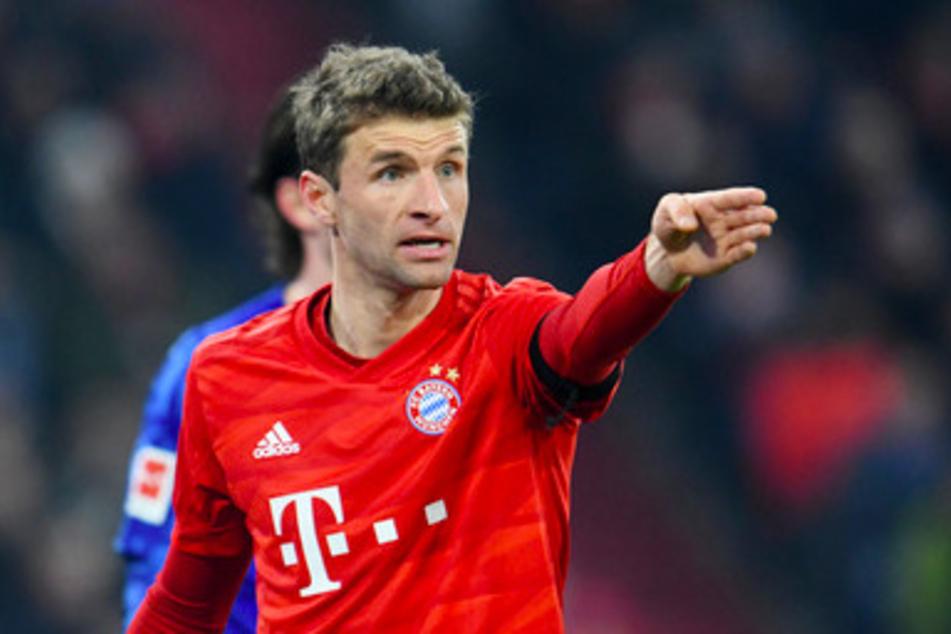 Thomas Müller (30) von Bayern gestikuliert.