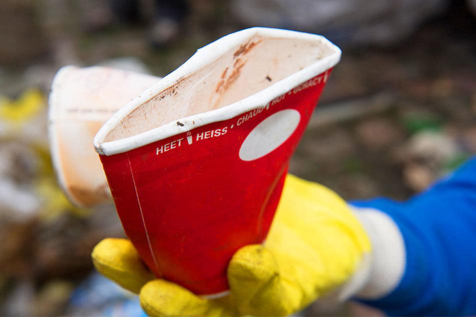 """Die """"Coffee-to-go""""-Becher verursachen ein großes Müll-Problem."""