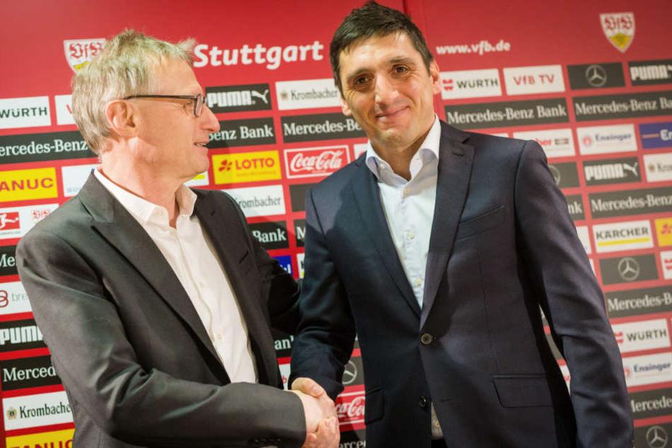 VfB-Sportvorstand Michael Reschke (l.) bei der Trainervorstellung des mittlerweile entlassenen VfB-Ex-Coach Tayfun Korkut (r.).