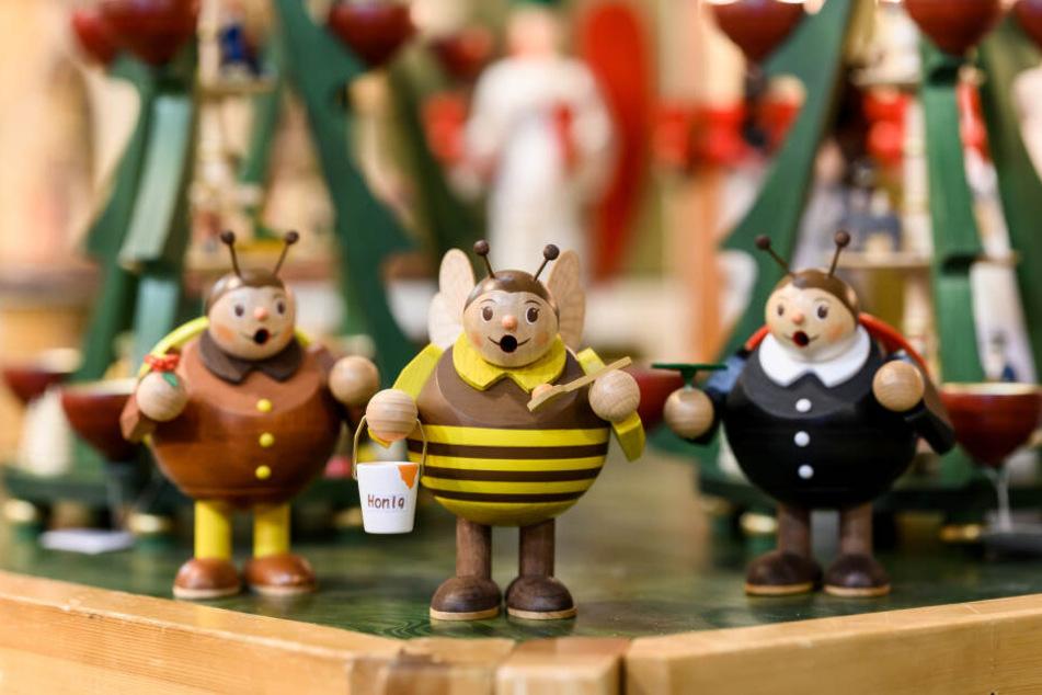Rundlich, fröhlich und nicht nur zur Weihnachtszeit ein Hingucker: Die Räucherinsekten aus Seiffen.
