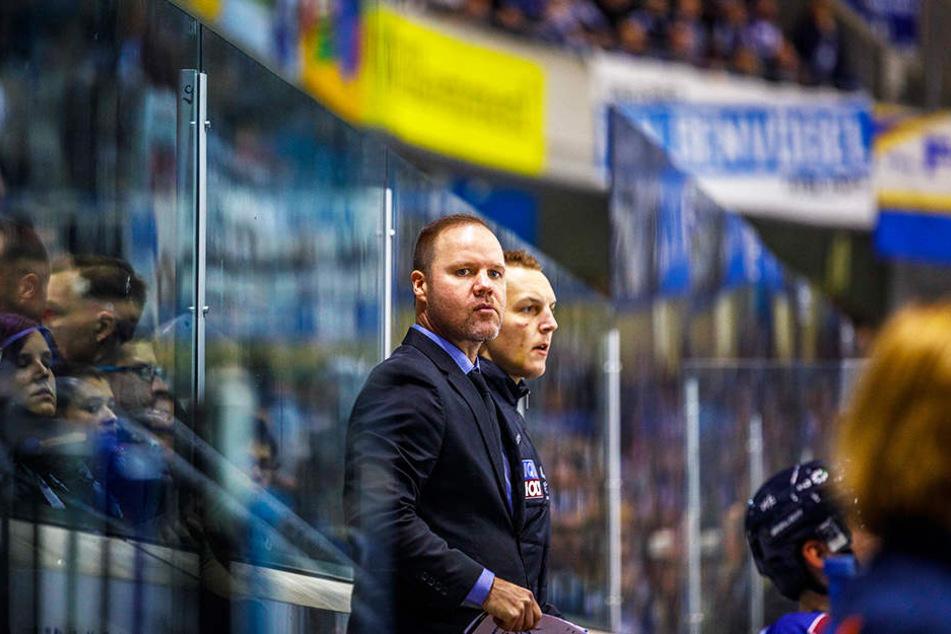 Eislöwen-Coach Bradley Gratton (l.) war nach den vielen Strafen ganz schön bedient.