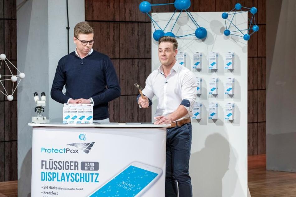 Anthony Filipiak (l.) und Pascal Buchen stellten den Investoren ihr Produkt vor.