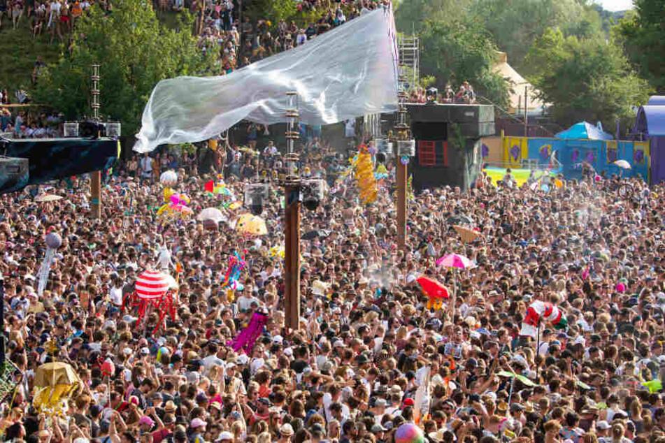 Bisher seien 53.000 der rund 70.000 erwarteten Gäste zum Gelände an der Mecklenburgischen Seenplatte gekommen.