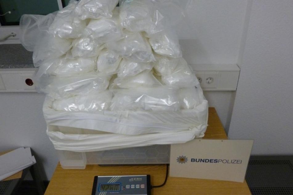 Die Amphetamine lagen in einem Versteck in einem Auto.