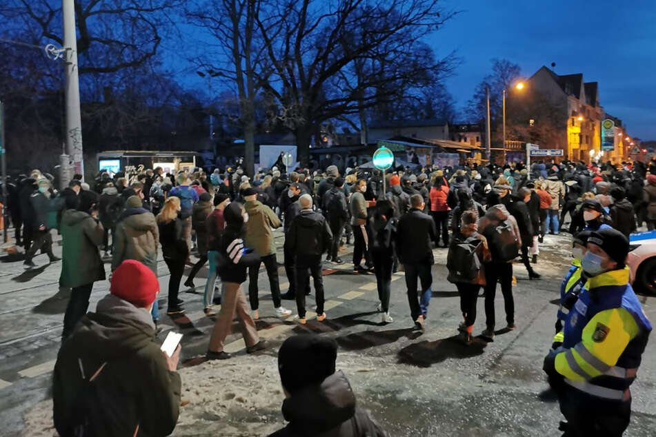 Gedenken an die Opfer von Hanau: Hunderte Menschen gehen in Leipzig auf die Straße
