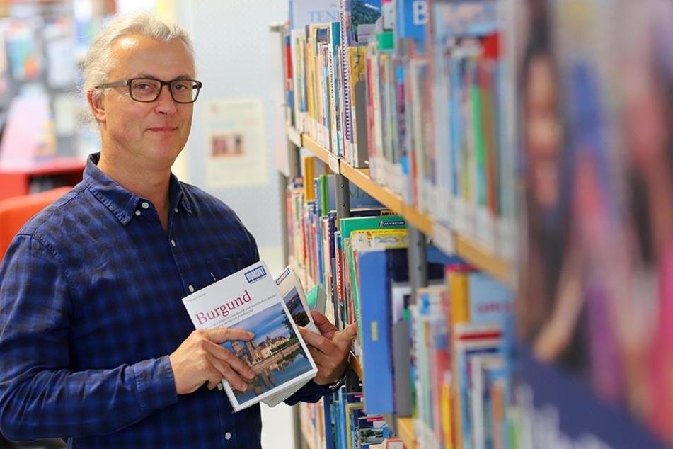 Gelesen wird trotzdem: Bibliothekssprecher Uwe Hastreiter (55) sieht den Nutzer-Rückgang nicht bei gedruckten Medien.