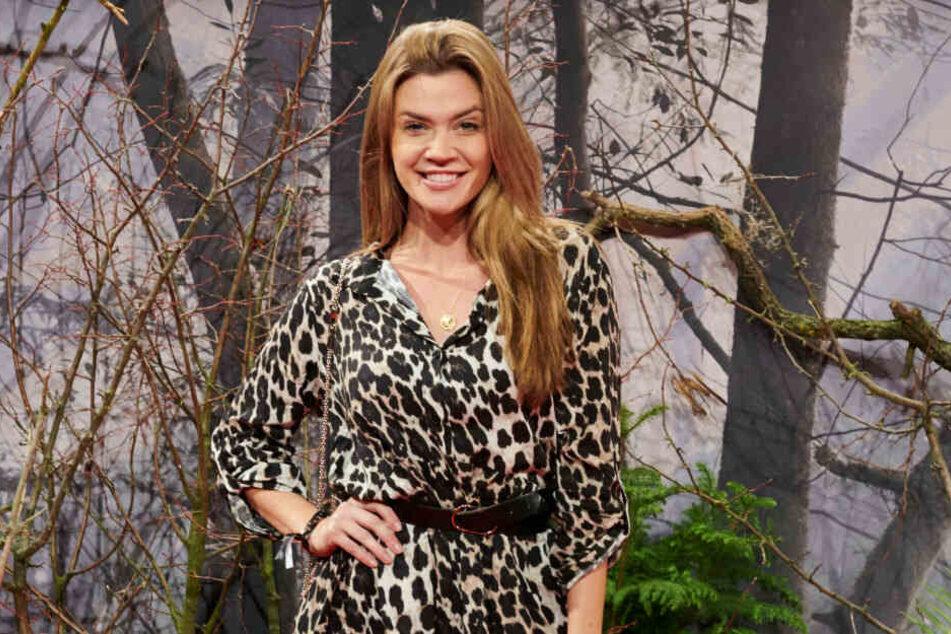 So lächeln Gewinner: Nadine Klein trägt schon den passenden Raubtierlook.