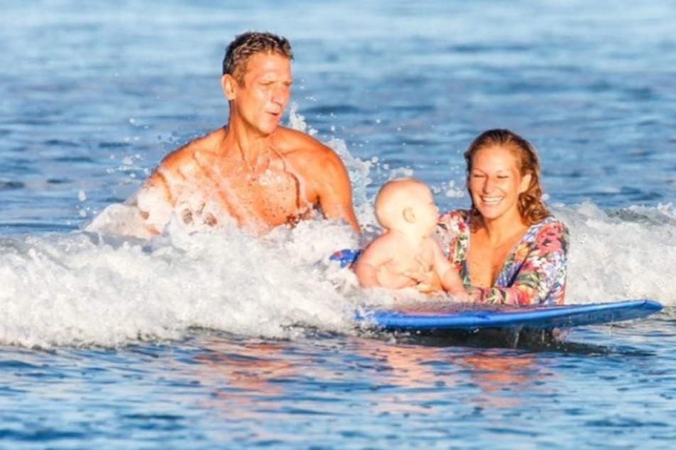 Janni und Peer hielten die ersten Surfversuche von Emil-Ocean fest.