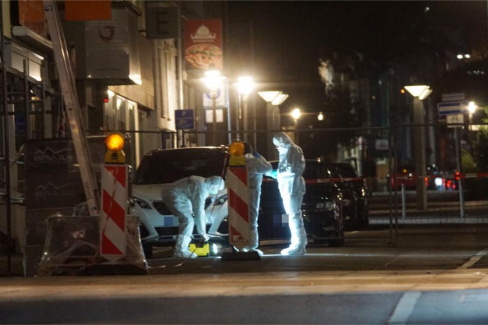 In weißen Schutzanzügen war die Spurensicherung in Göppingen unterwegs.