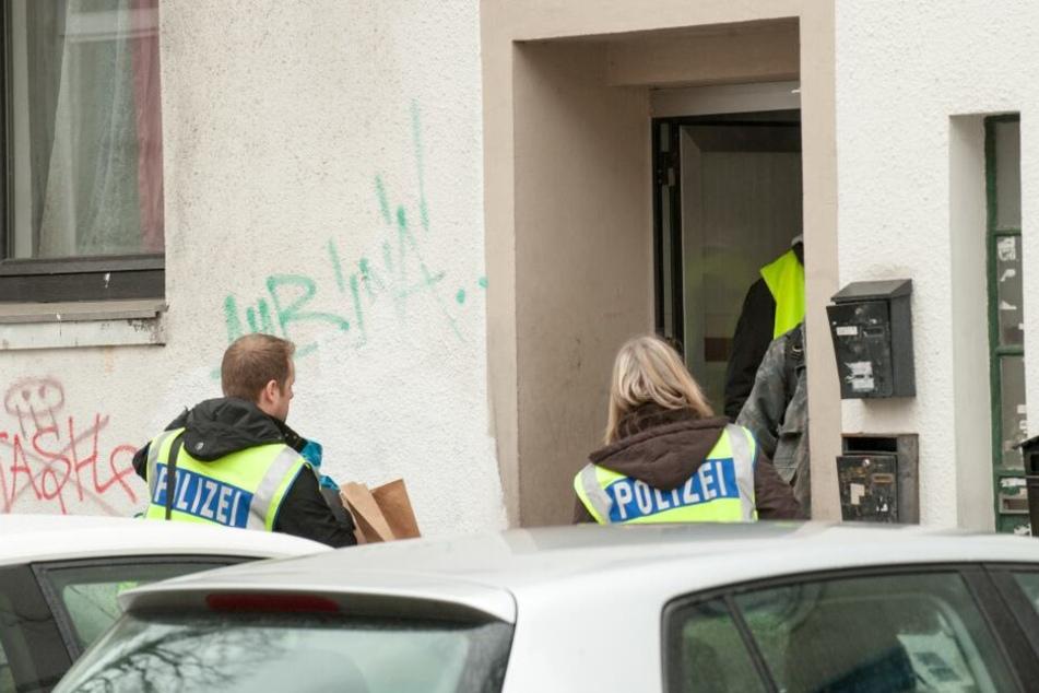 Die Polizei durchsuchte mehrere Objekte.