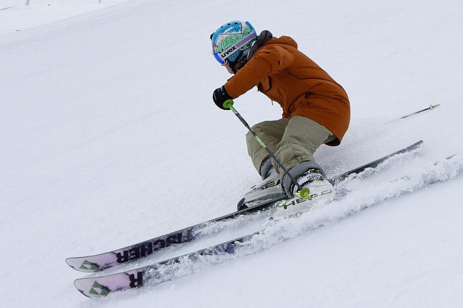 Endlich ist es soweit: Skifahrer und Snowboarden können auf die Pisten. (Symbolbild)