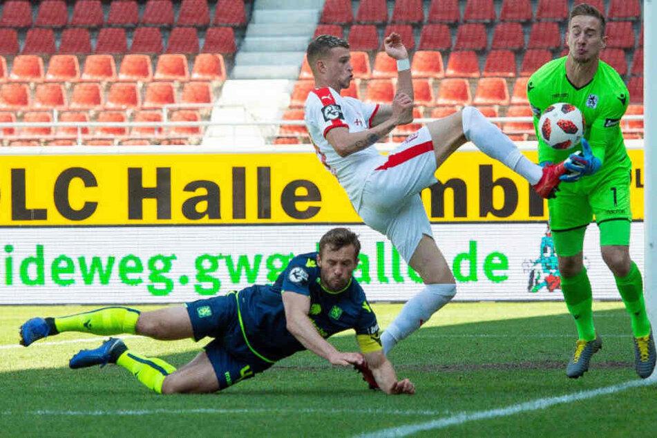 Löwen-Keeper Marco Hiller (r) traf bei den Gegentoren keine Schuld.