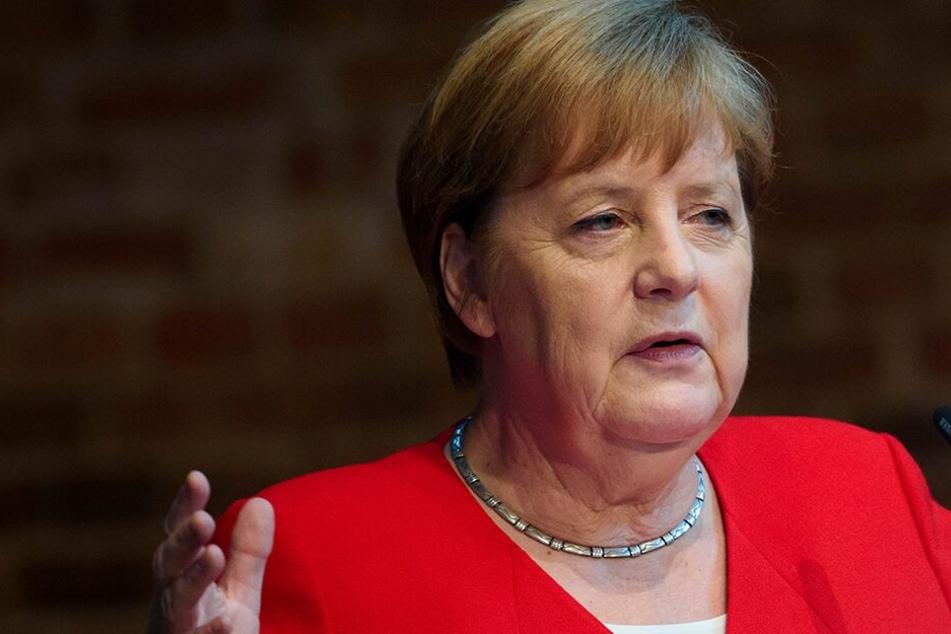 Bundeskanzlerin Angela Merkel (CDU) besucht am Montag Sachsen und ist als Ehrengast beim Frauennetzwerktreffen der Landesregierung geladen. (Archivbild)
