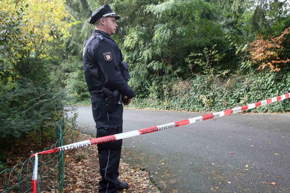 In der Nähe von Hamburg fand die Polizei die Leichen von zwei Kindern und einem Mann.