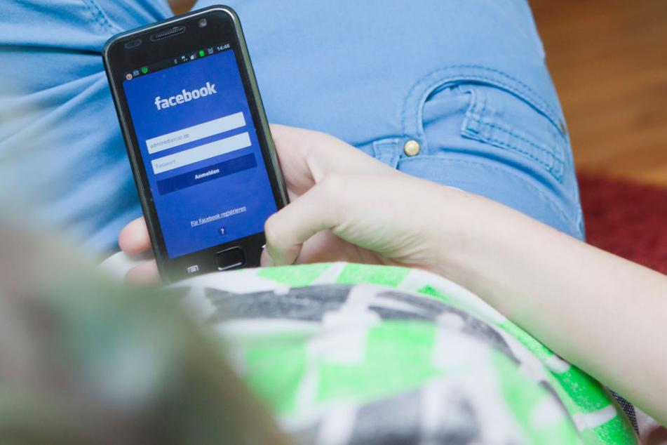 Die sozialen Netzwerke spielen vor allem bei Jugendlichen eine große Rolle. (Symbolbild)