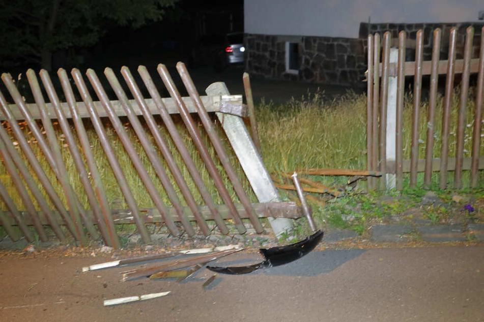 Der 27-Jährige war gegen den Zaun gefahren.