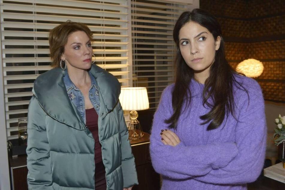 Laura (r.) erfährt, dass Yvonne ihre Mutter ist.