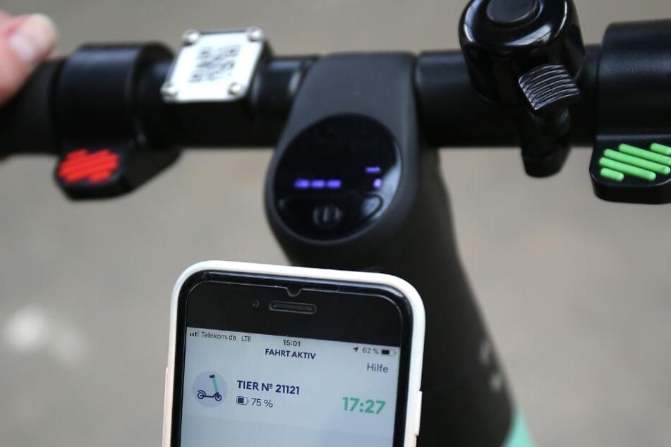 Für das Ausleihen eines E-Scooters ist eine App notwendig (Symbolbild).