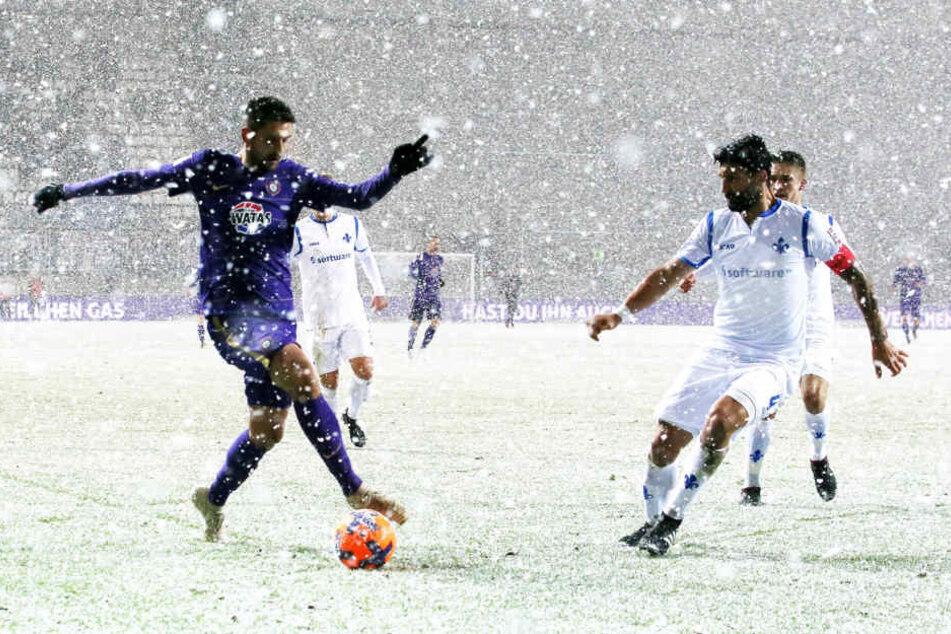 Im Hinspiel gewann Aue 1:0. Dimitrij Nazarov (l.) und Aytac Sulu (r.)
