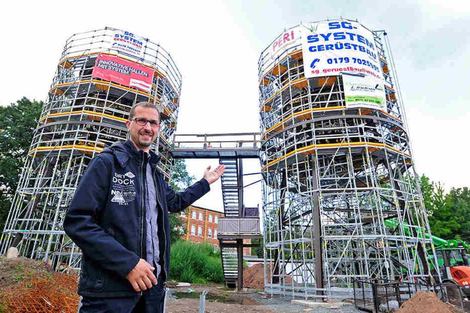 """So wird es auch in Chemnitz. Herrmann: """"Wir bauen sechs Zimmer auf zwei Etagen, mit Parkplätzen davor und Laubengang oben."""""""