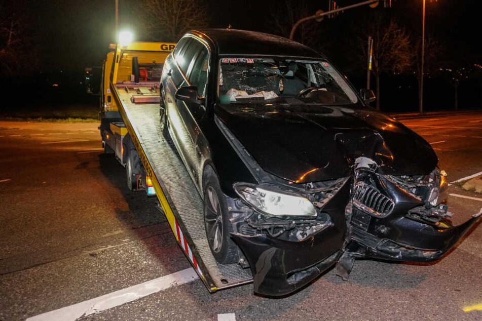Der vollkommen demolierte BMW.