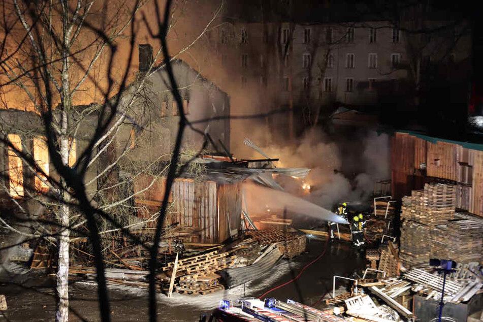 Der Brand war in der Nacht in einem Sägewerk in Drebach ausgebrochen.