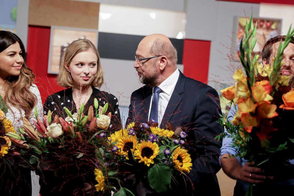 Martin Schulz mit den YouTubern (v.l.n.r.): Nihan Sen, Lisa Sophie und Mirko Drotschmann.