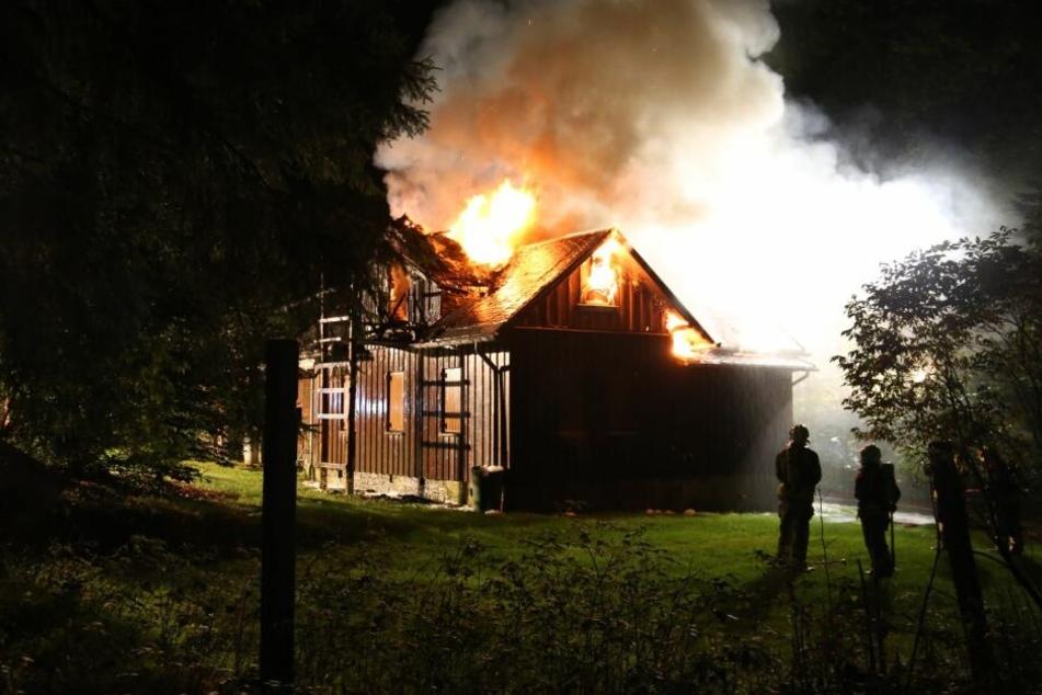 Die komplette Hütte brannte nieder.