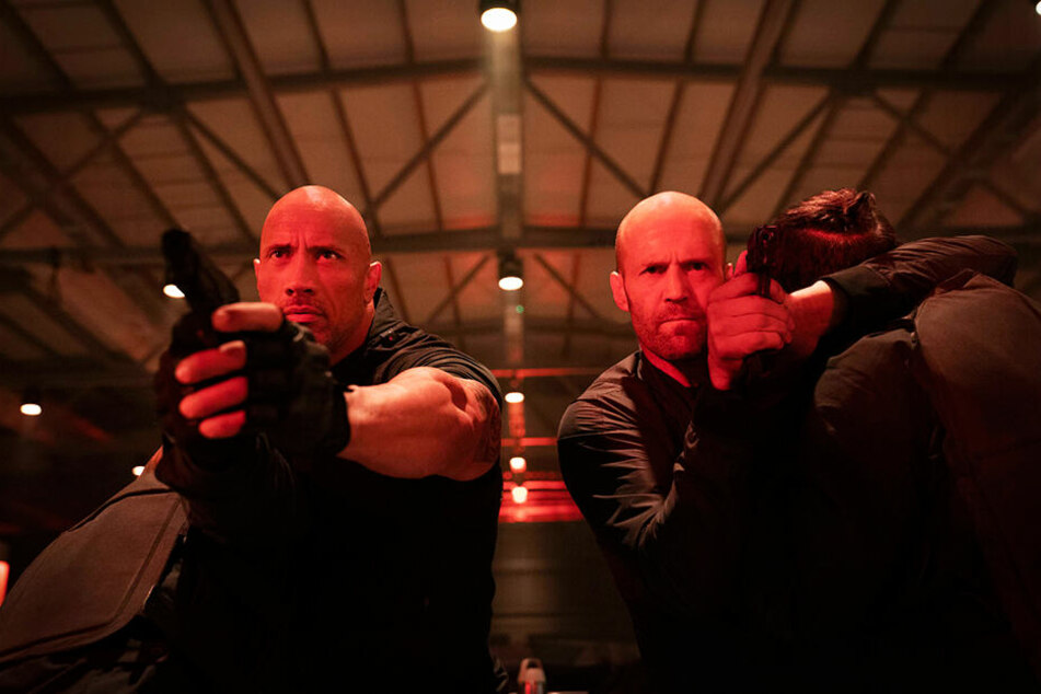 Luke Hobbs (l., Dwayne Johnson) und Deckard Shaw (Jason Statham) sind widerwillig Partner.