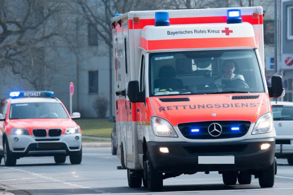 Ein Nissan wurde am gestrigen Abend von einer Tram erfasst, der Fahrer schwer verletzt. (Symbolbild)