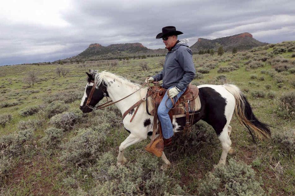 """US-Innenminister Ryan Zinke reitet durch das Naturschutzgebiet """"BearsEars"""". Es wird 85 Prozent seiner Fläche einbüßen"""