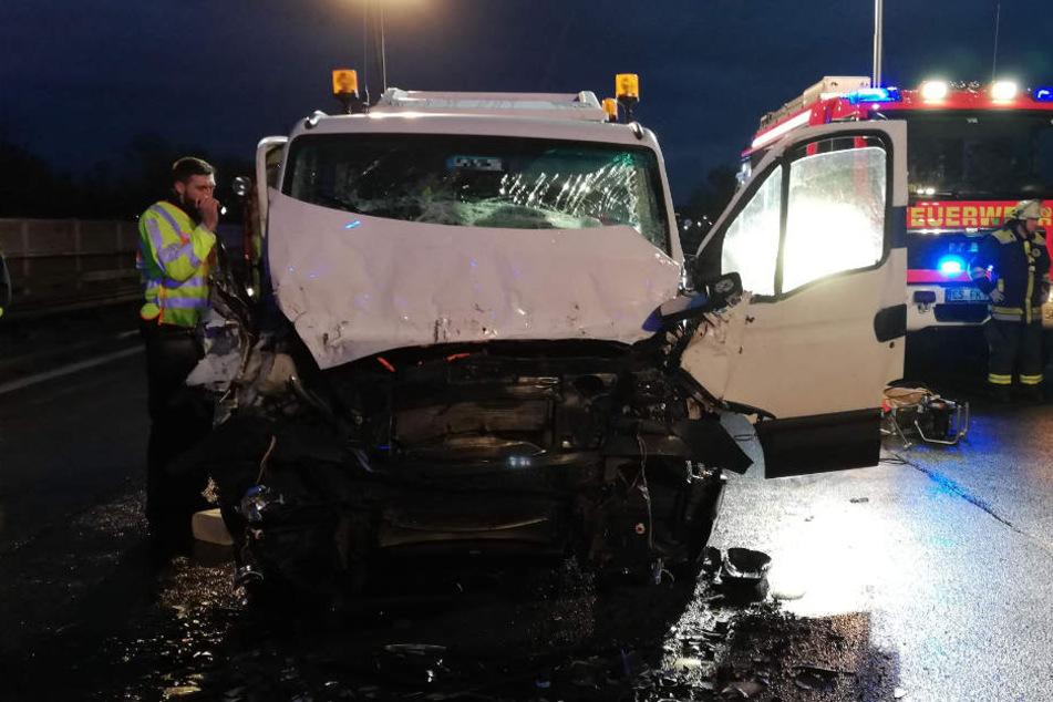 Mitten im Berufsverkehr: Vollsperrung A8 nach schwerem Unfall