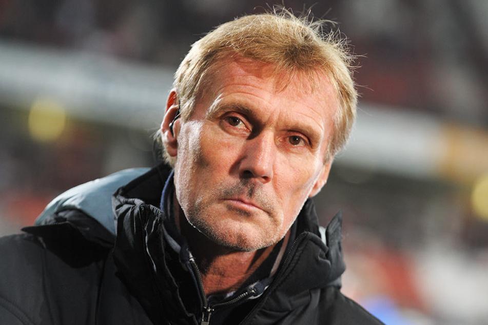 Dreieich-Trainer Rudi Bommer musste seine geschockte Mannschaft aufrichten.