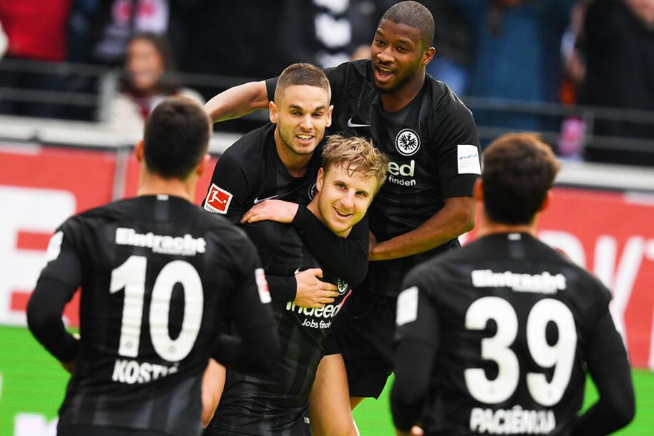 Eintracht Frankfurt gewann auch das Spiel gegen den 1. FC Nürnberg und ist nur noch einen Punkt hinter Champions-League-Platz vier!