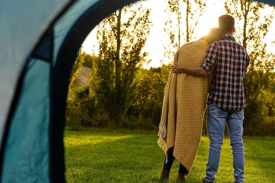 Amy Whitehouse (24) und Alan Stewart (23) leben in einem Zelt (Symbolbild).