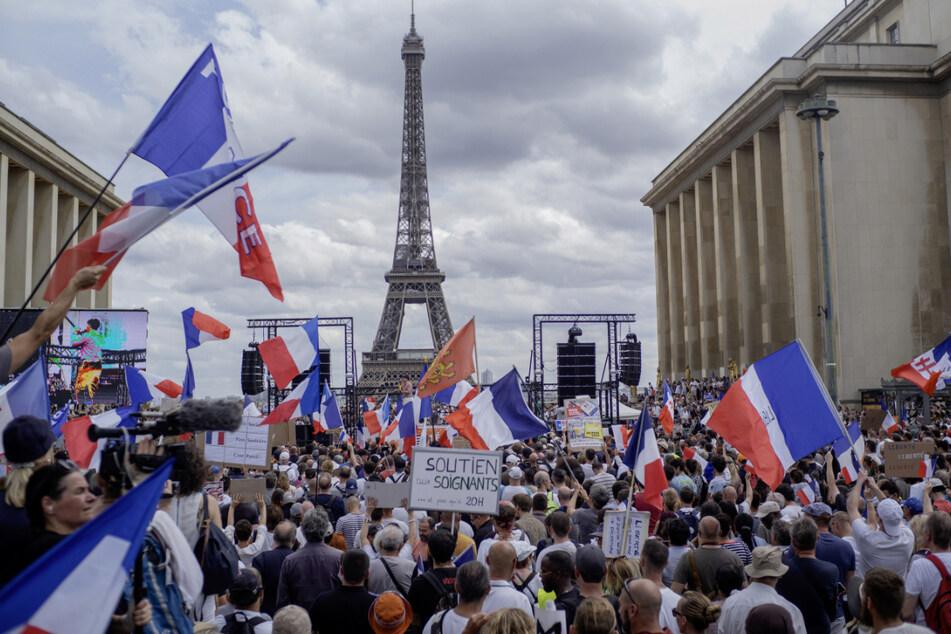 Tausende demonstrieren gegen Corona-Maßnahmen in Europa