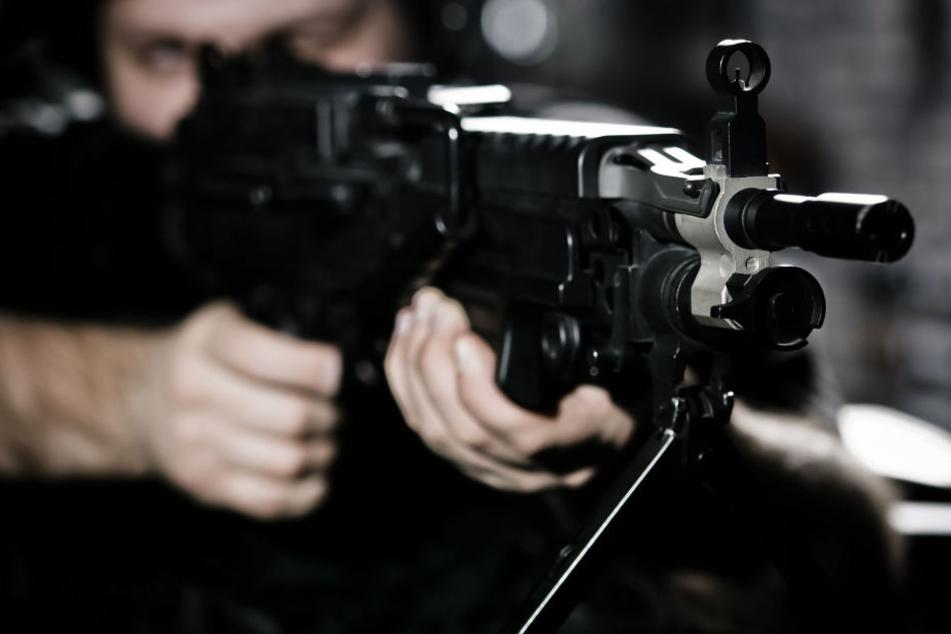 Der Killer schoss mit einer Maschinenpistole um sich. (Symbolbild)