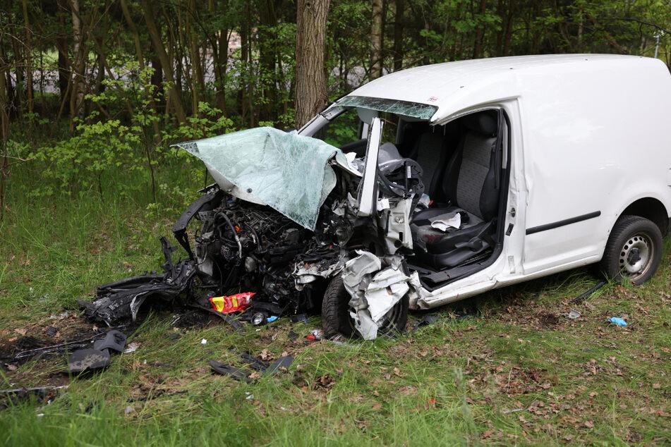 Das Wrack des Volkswagen, in dem der Fahrer seinen Verletzungen erlag.