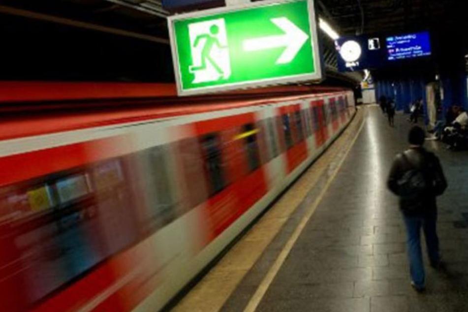 Die S-Bahn war in Richtung des Flughafens unterwegs. (Symbolbild)