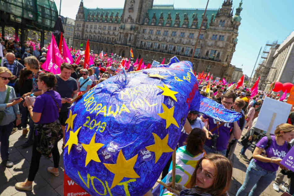 Für Europa haben Zehntausend Menschen in Hamburg demonstriert.