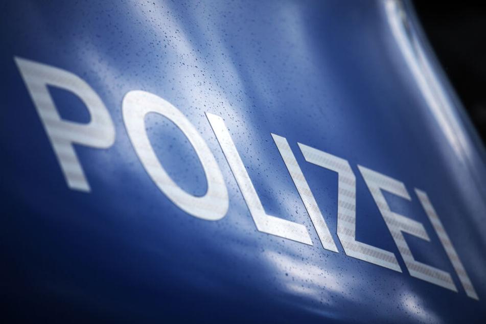 Die Polizei ermittelt wegen möglicher Brandstiftung (Symbolbild).
