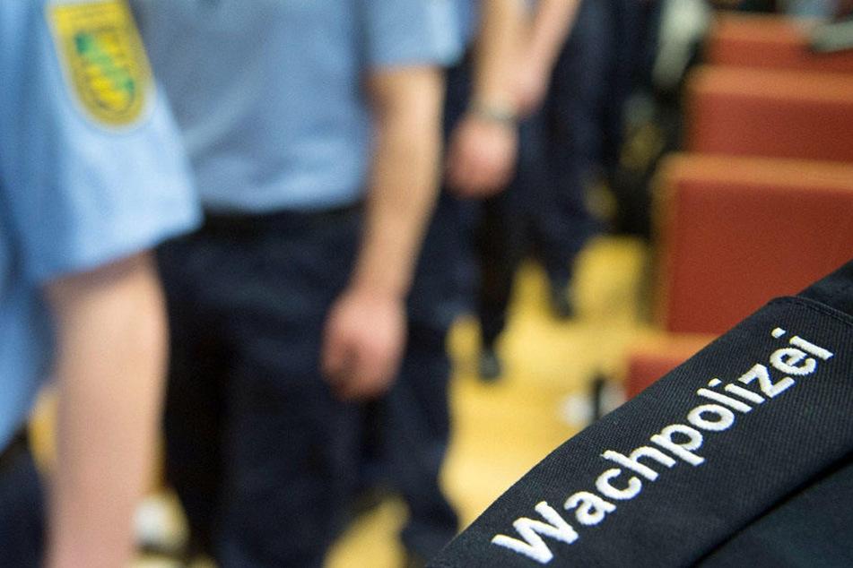 Wachpolizisten werden während ihrer Ausbildung auch in Psychologie, Erste Hilfe und Schusswaffengebrauch geschult.