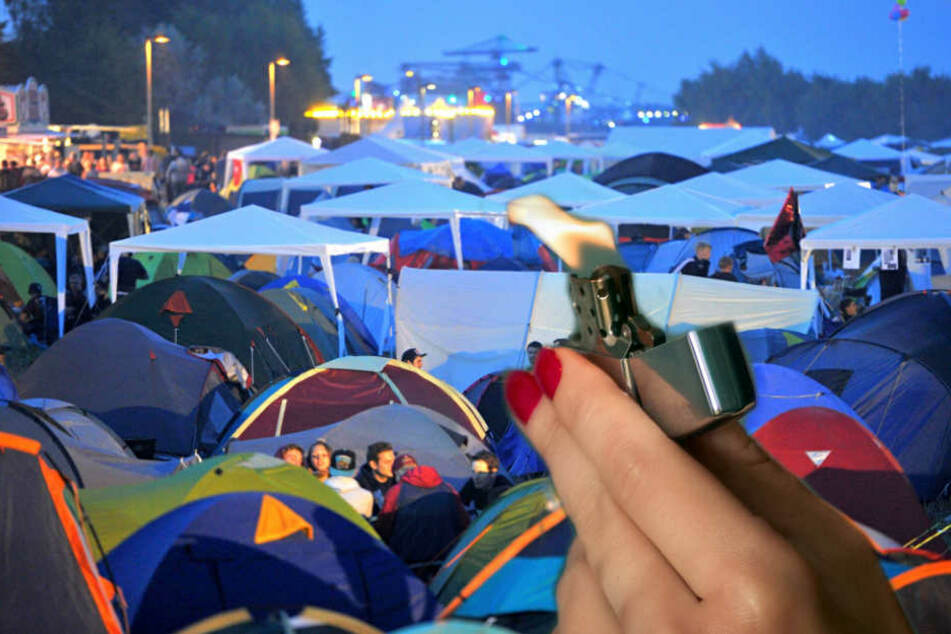 Festivalbesucher erwischten eine Frau dabei, wie sie mehrere Zelte auf dem Ferropolis-Gelände anzündete. (Symbolbild)