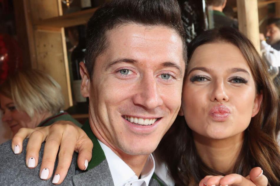 Robert Lewandowski und seine Ehefrau auf dem Oktoberfest in München.