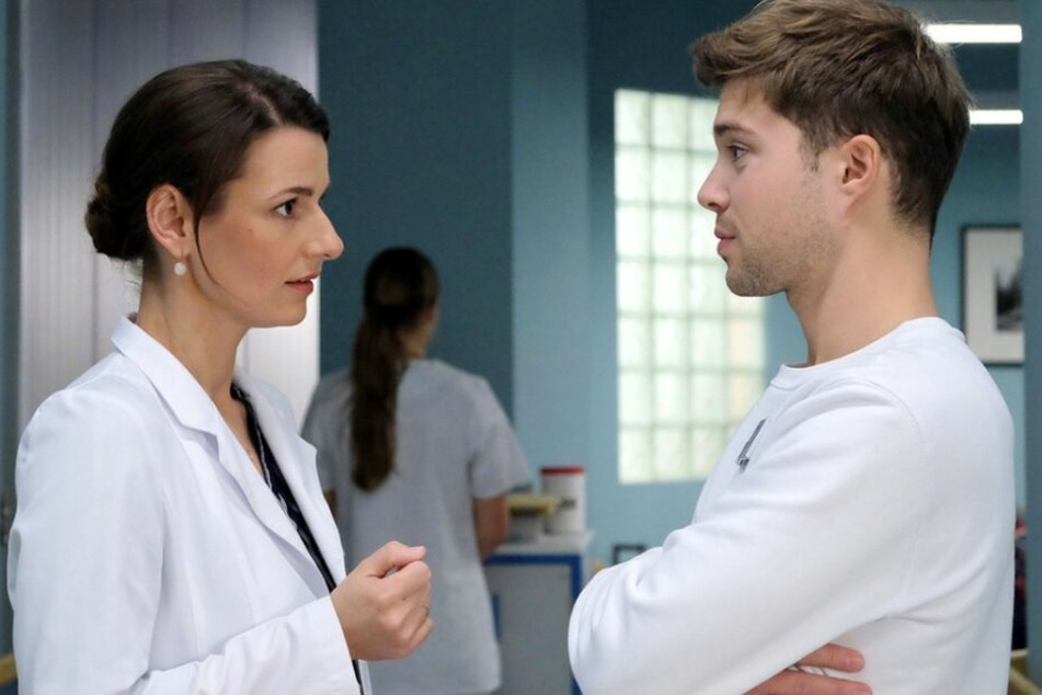 Dabei steht ihr Pfleger Kris Haas helfend zur Seite. Aber können sie das Rätsel um den mysteriösen Mann lösen?