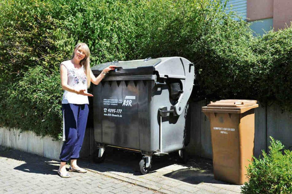 Sie freut sich auf die Gelben Tonnen, hat dafür aber keinen Platz: Anwohnerin Ivonne Brock (30) vom Grünaer Hexenberg.