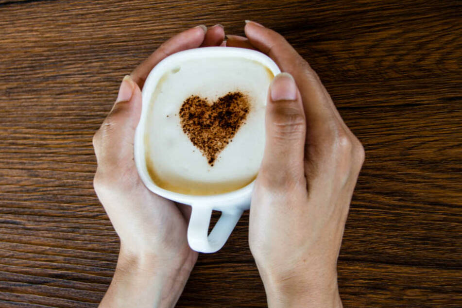 Macht wach und angeblich auch richtig alt: Kaffee.