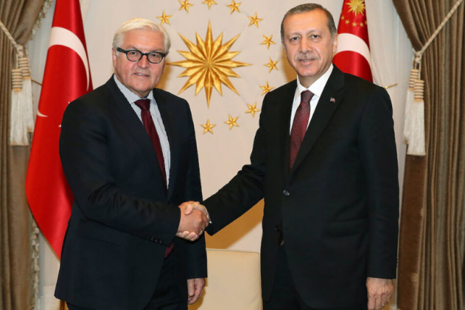 Bundespräsident Frank-Walter Steinmeier (62) gratulierte seinem türkischen Amtskollegen Recep Tayyip Erdogan (64) zum Wahlsieg. (Archivbild)